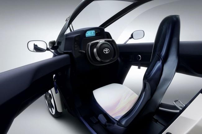 Toyota представила в Женеве трехколесный i-ROAD
