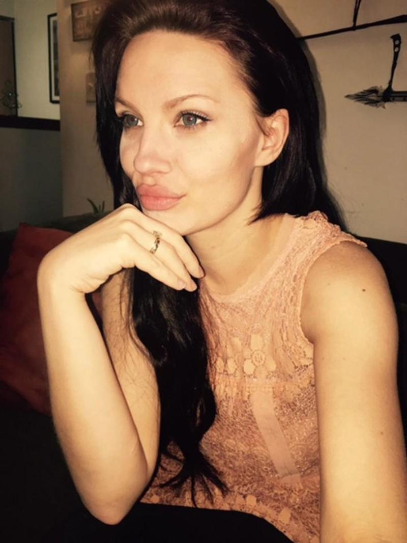 Как живется девушке, которая является невольным двойником Анджелины Джоли?