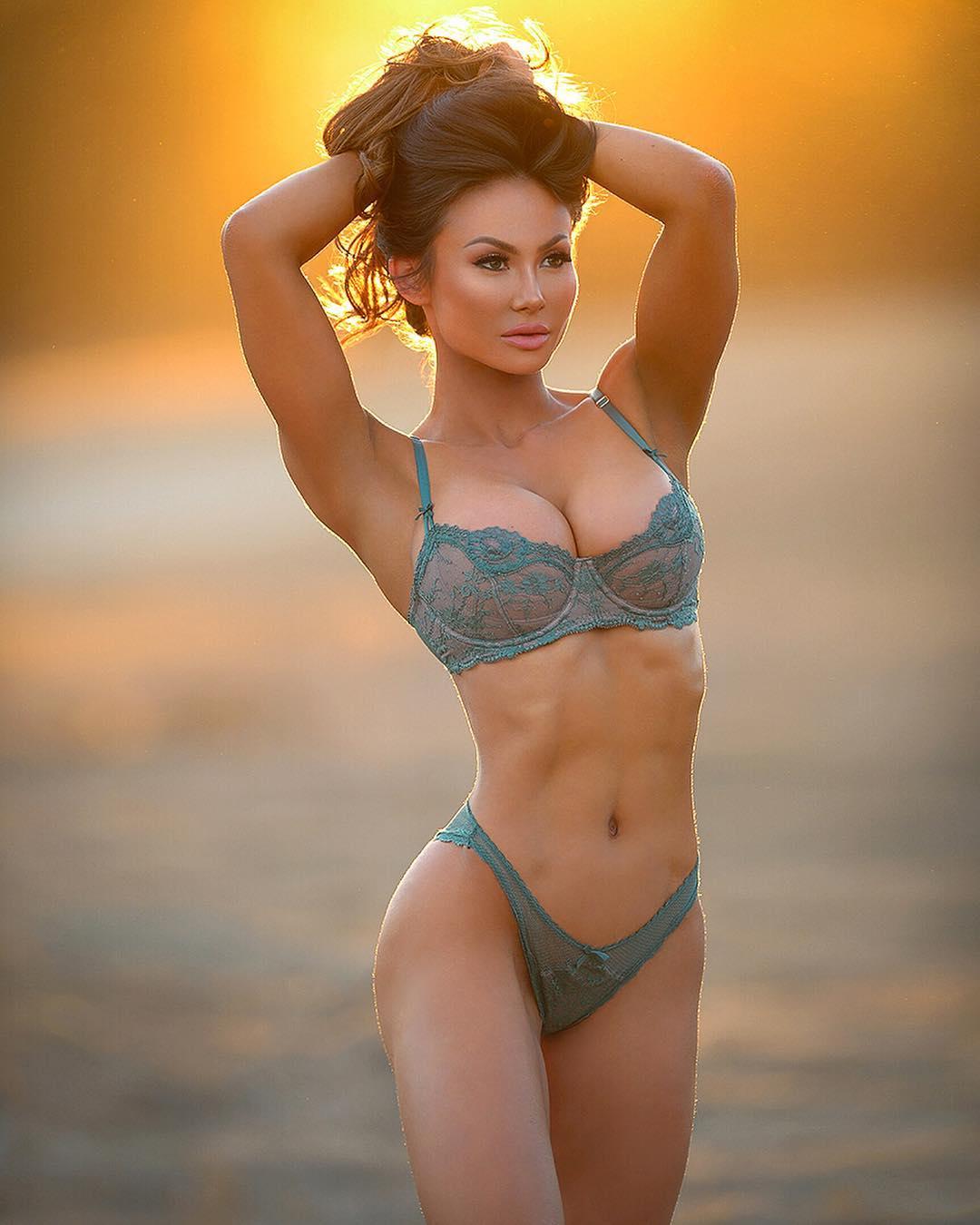 Американская фитнес модель - красотка Michie Peachie