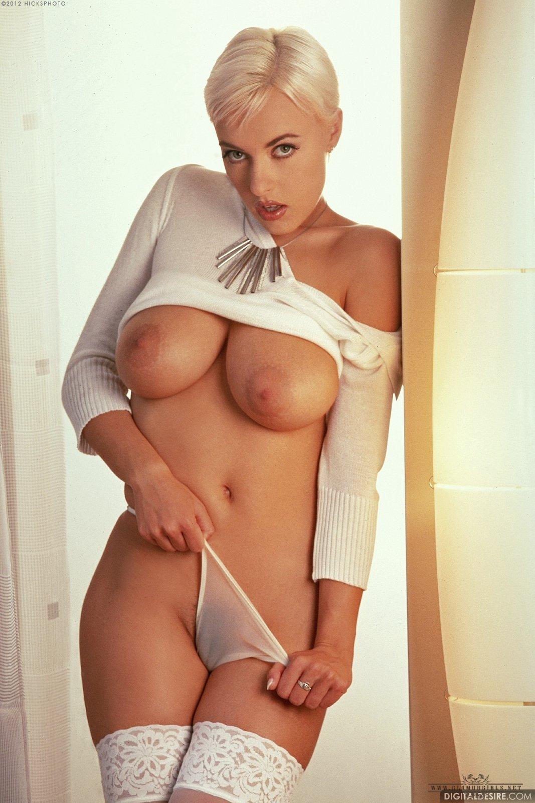 блондинка с короткой стрижкой с большими сиськами эротические фото
