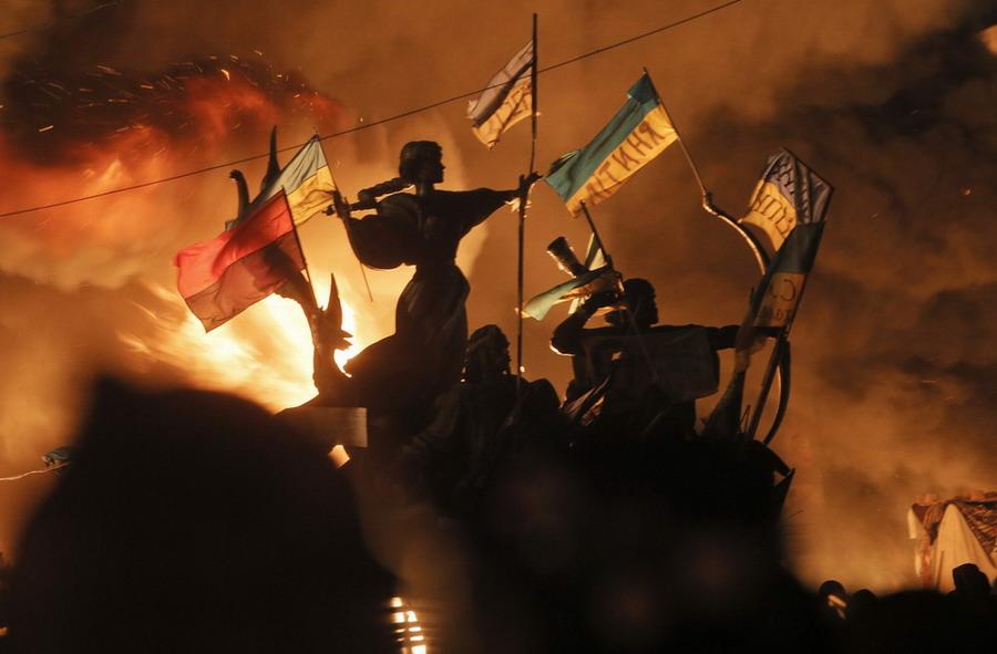 Майдан Незалежности в огне (11  фото)