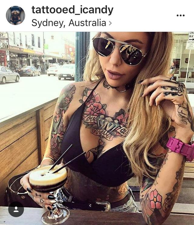 Татуировка у красотки