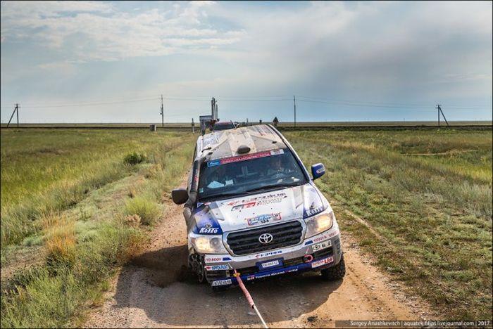 Toyota Landcruiser 200, проехавшая 70 км на трех колесах