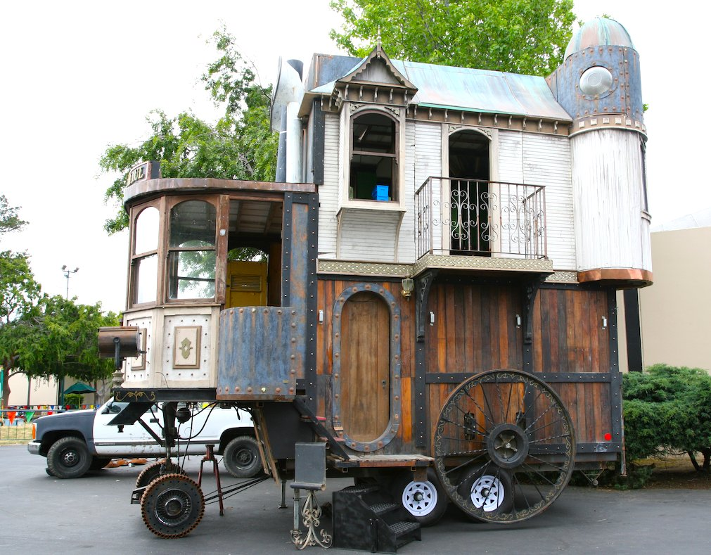 11 домов на колесах из разных стран